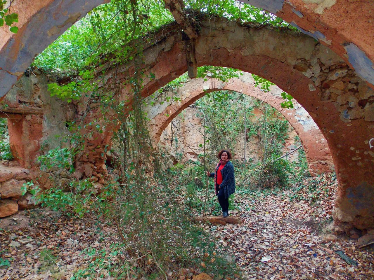one person, arch, day, full length, real people, leaf, lifestyles, leisure activity, women, autumn, one woman only, standing, outdoors, nature, adult, architecture, only women, adults only, people