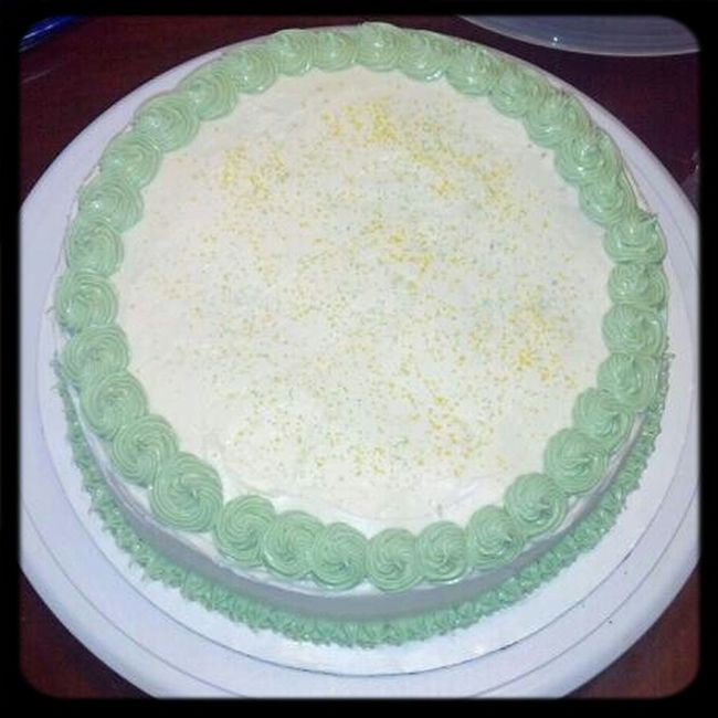 Food Green Cake Gold Icing St. Patricks Day Foodphotography Cakes Red Velvet Red Velvet Cake Love & Tiers