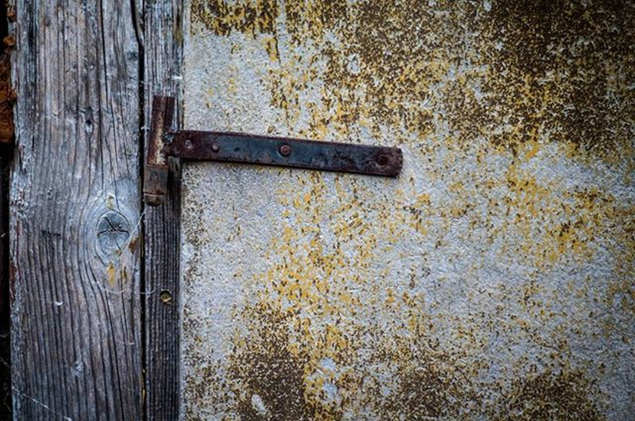 door, close-up, textured, wood - material, day, no people, weathered, backgrounds, outdoors, rusty, full frame, latch
