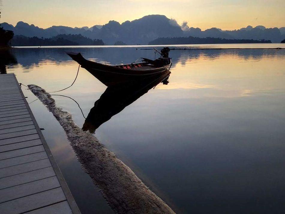 Sunset_collection Lake View Lakeside Boats⛵️ Mountain View Dam Lake Chiewlarn Ratchaprapadam Suratthani Thailand