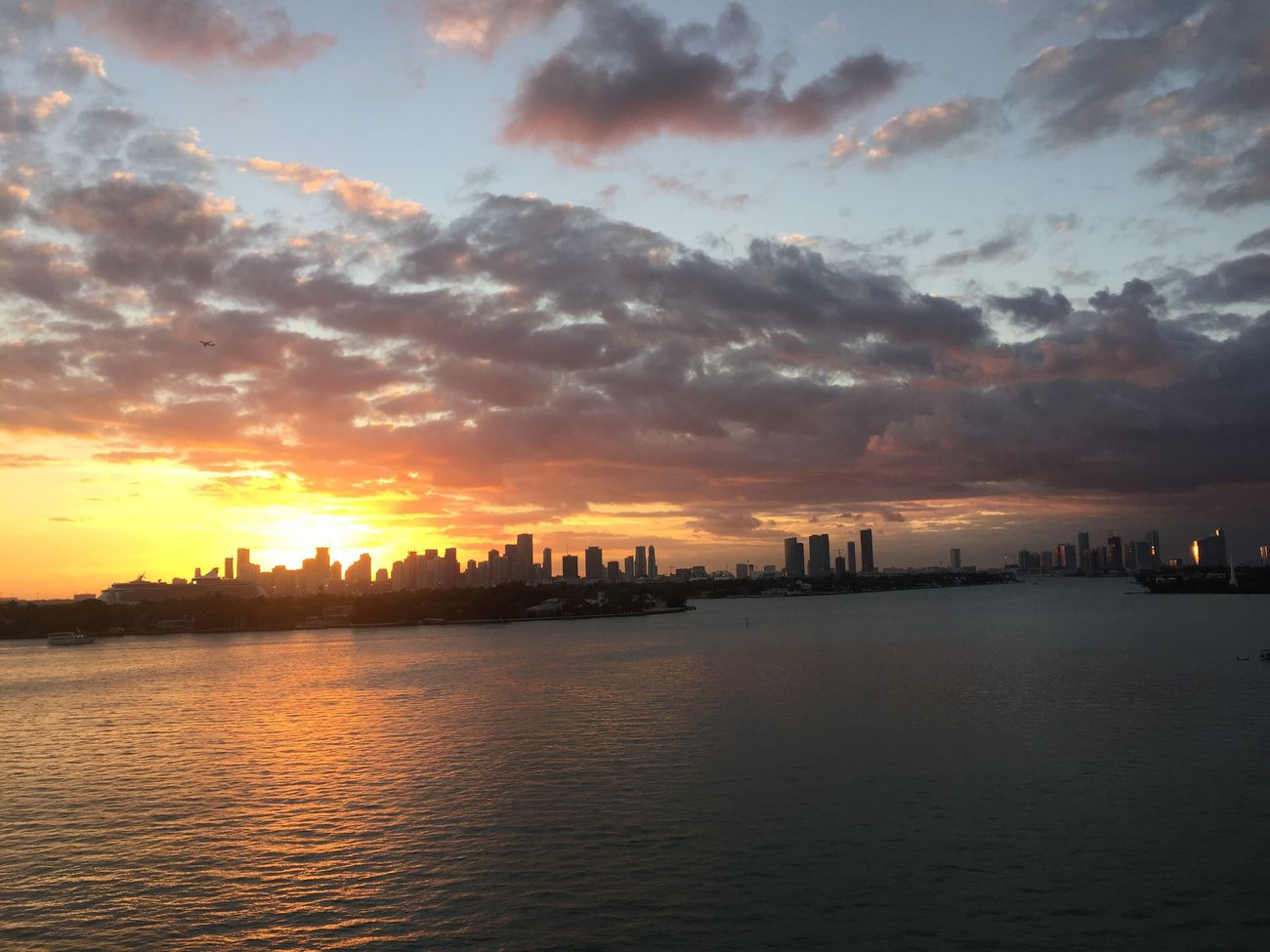 Sunset Sunset Today Sunset Time Enjoying The View Amazing Sunset Sunset_collection Sunset And Clouds  Sun Reflection On Water Sunset_captures Sunsetphotographs Enjoying The Sunset Beauty In Nature Biscayne Bay