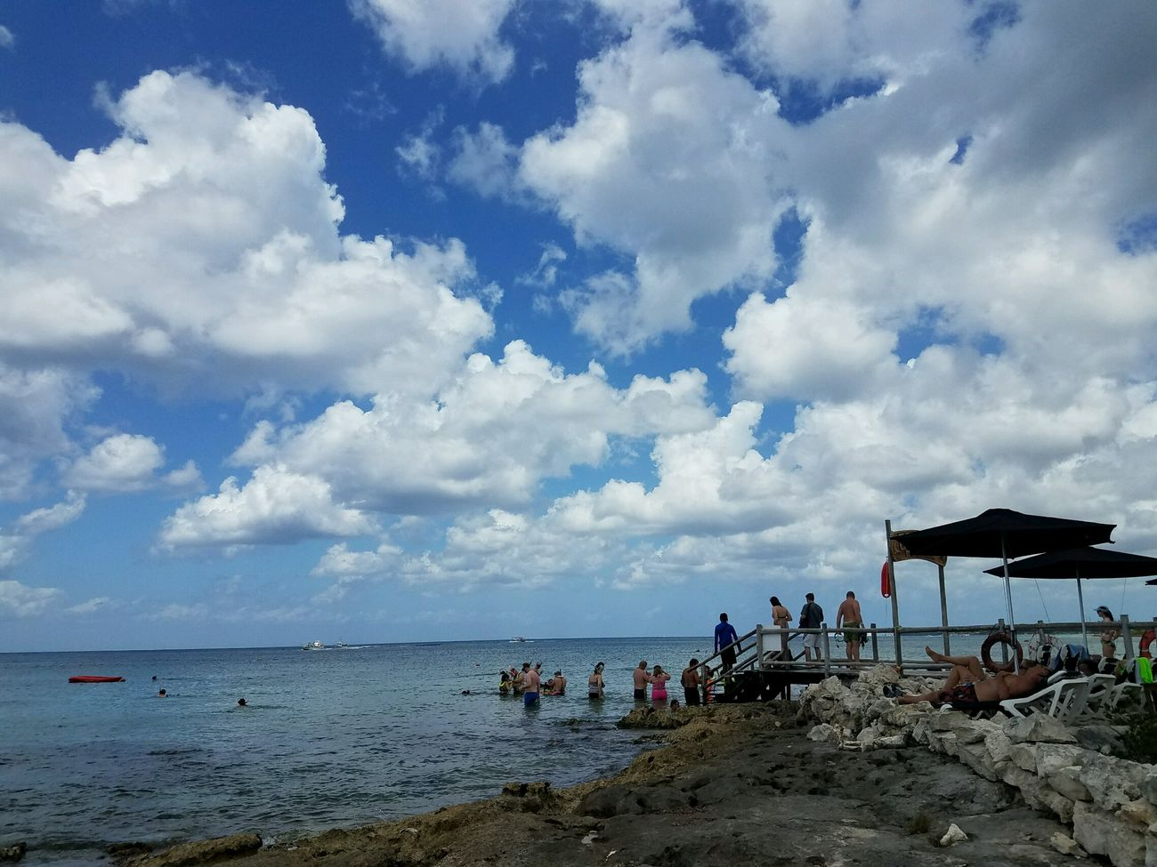 People watching 🤤👀 My Cloud Obsession☁️ My Cloud Love☁⛅ Its All About The Clouds🌤 Sky Reef Cozumelmexico Snorkeling Beach Cloud - Sky People Beauty In Nature CaptureTheMoment EyeEm Nature Lover Still Life EyeEm Best Shots EyeEm Gallery EyeEm Masterclass Happiness Landscape Sea Sea Life
