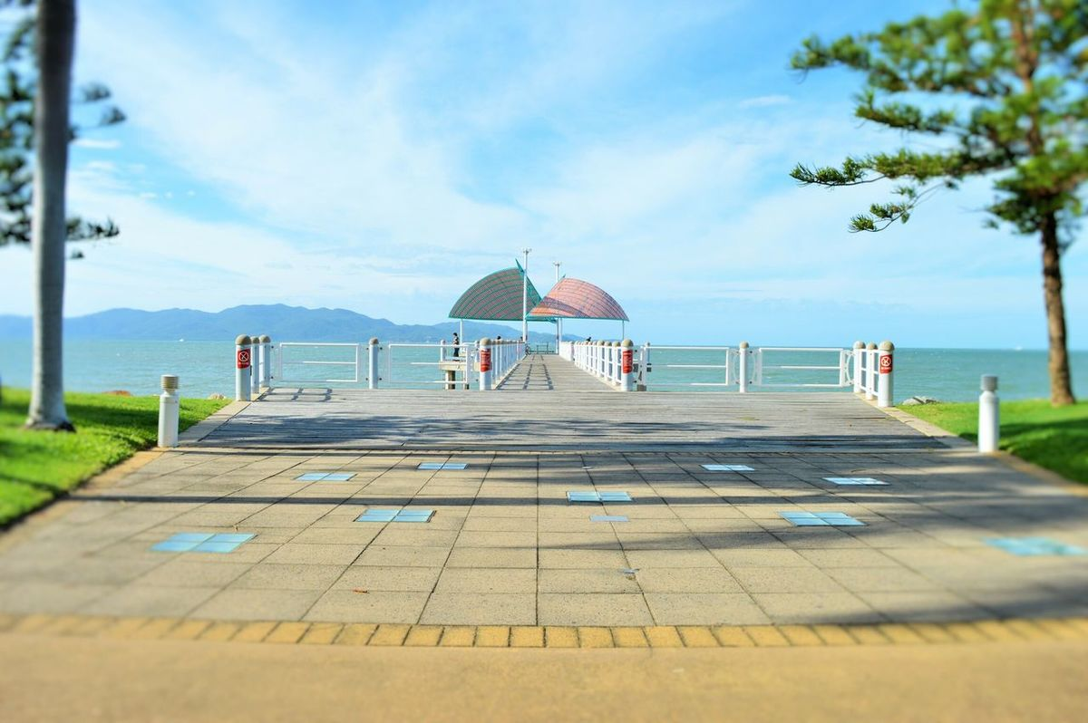 Relaxing The Strand Townsville, Queensland. The Pier Sunshine Blue Skies Beautiful Day Mission Views Walking
