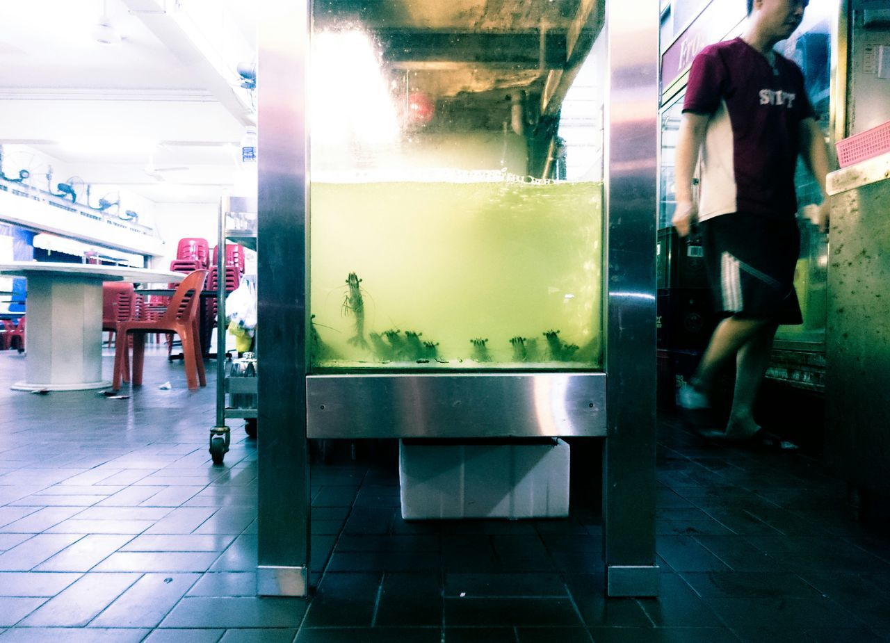 It's a show on both sides Street By Meese Streetphotography Fish Tank Commercialise Me