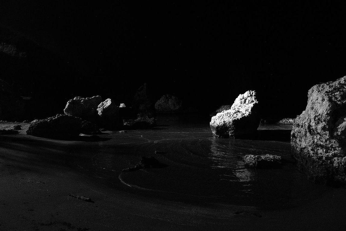 Onthemoon 🌑🌒🌓🌔🌕🌖🌗🌘🌑 Mooblightbeach Blackandwhitebeach Moonlightscape Moonlight