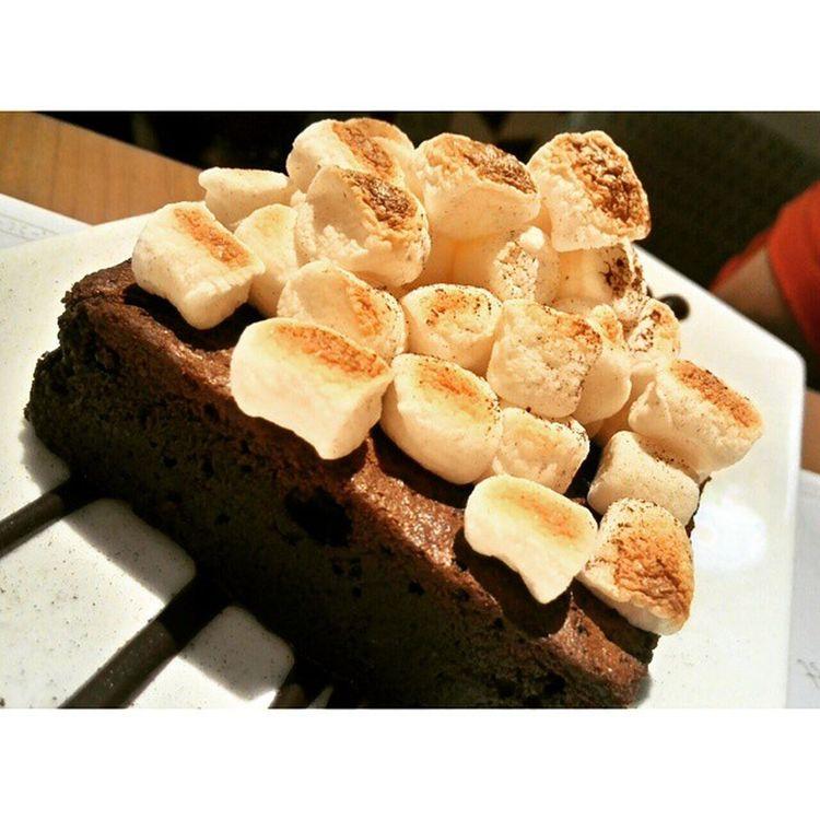 Brownies Marshmallow.. Brownies Marshmallow Cake Jakarta Fricosihaloho Foodblooger Grandindonesia Sliceofheaven Desert Asuszenfone6