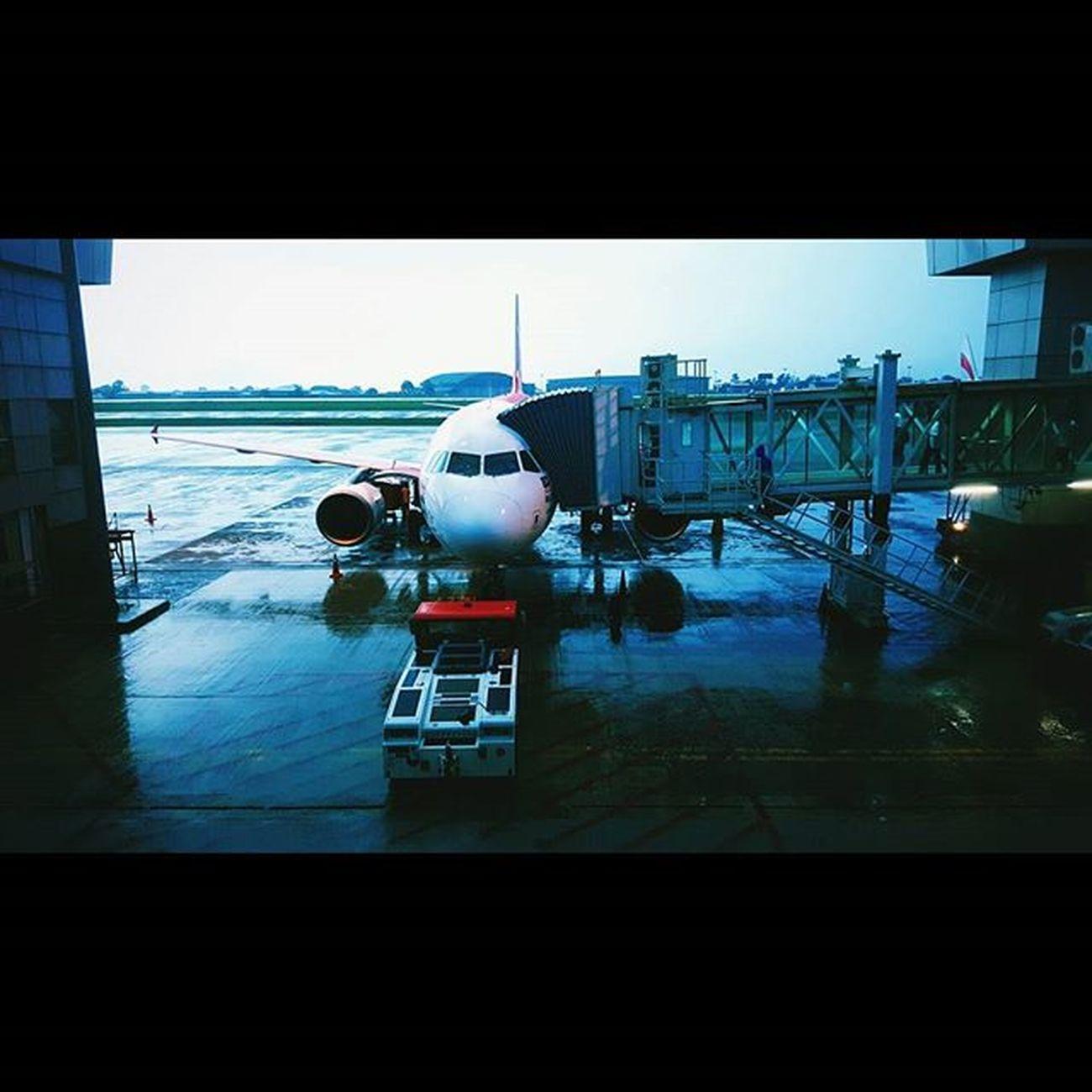 a l l o n b o a r d . . . Biakkch Tya714 Tyaeze Borneoboy Borneoislandproject Airasia Streettogether Igers Igersxmalaya Igersone Igersmalaysia Instagram @igersmalaysia @igersxmalaya @instagram