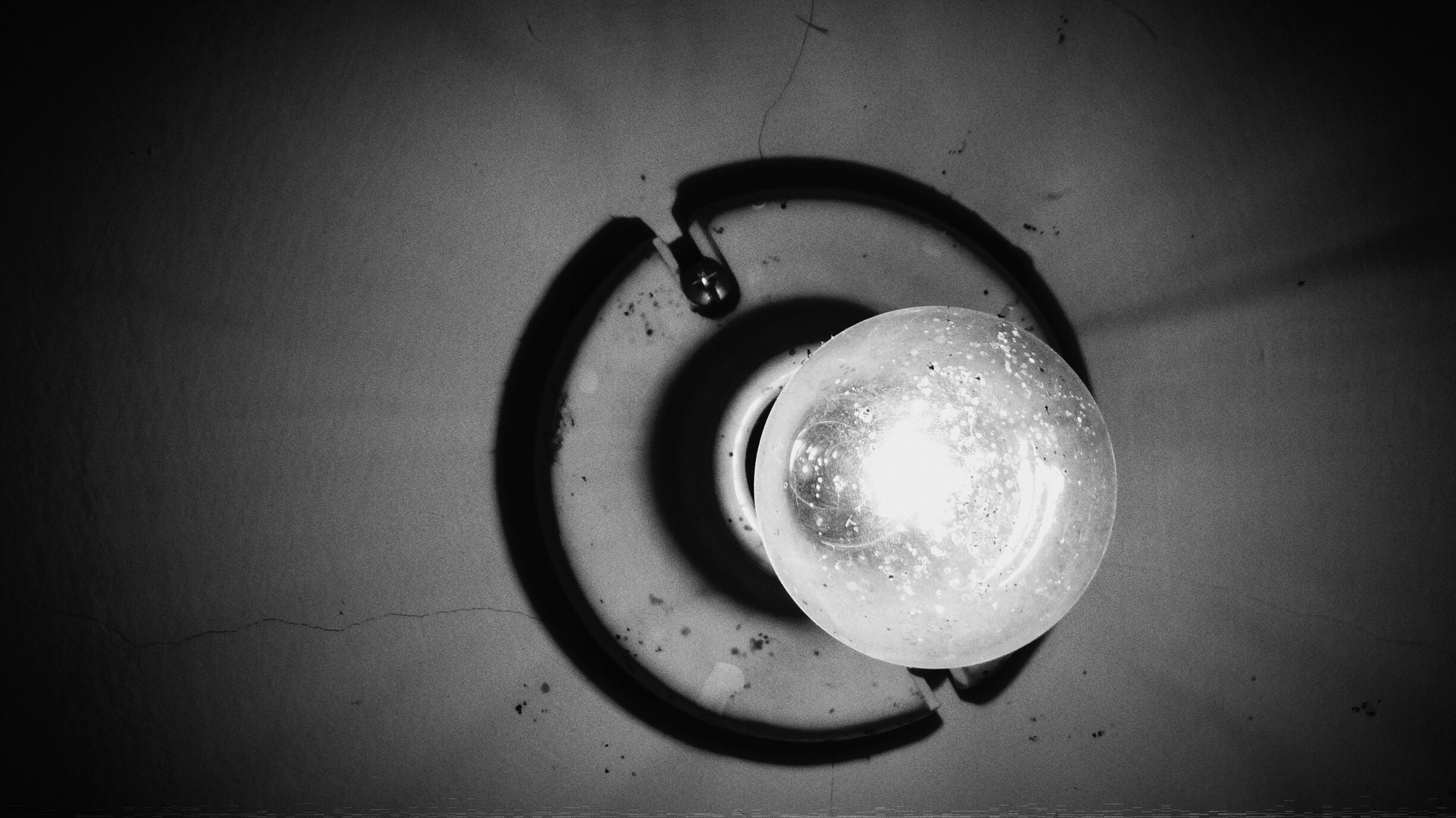 indoors, close-up, metal, single object, still life, wall - building feature, circle, no people, high angle view, metallic, electricity, technology, old-fashioned, directly above, table, old, man made object, geometric shape, sink, simplicity