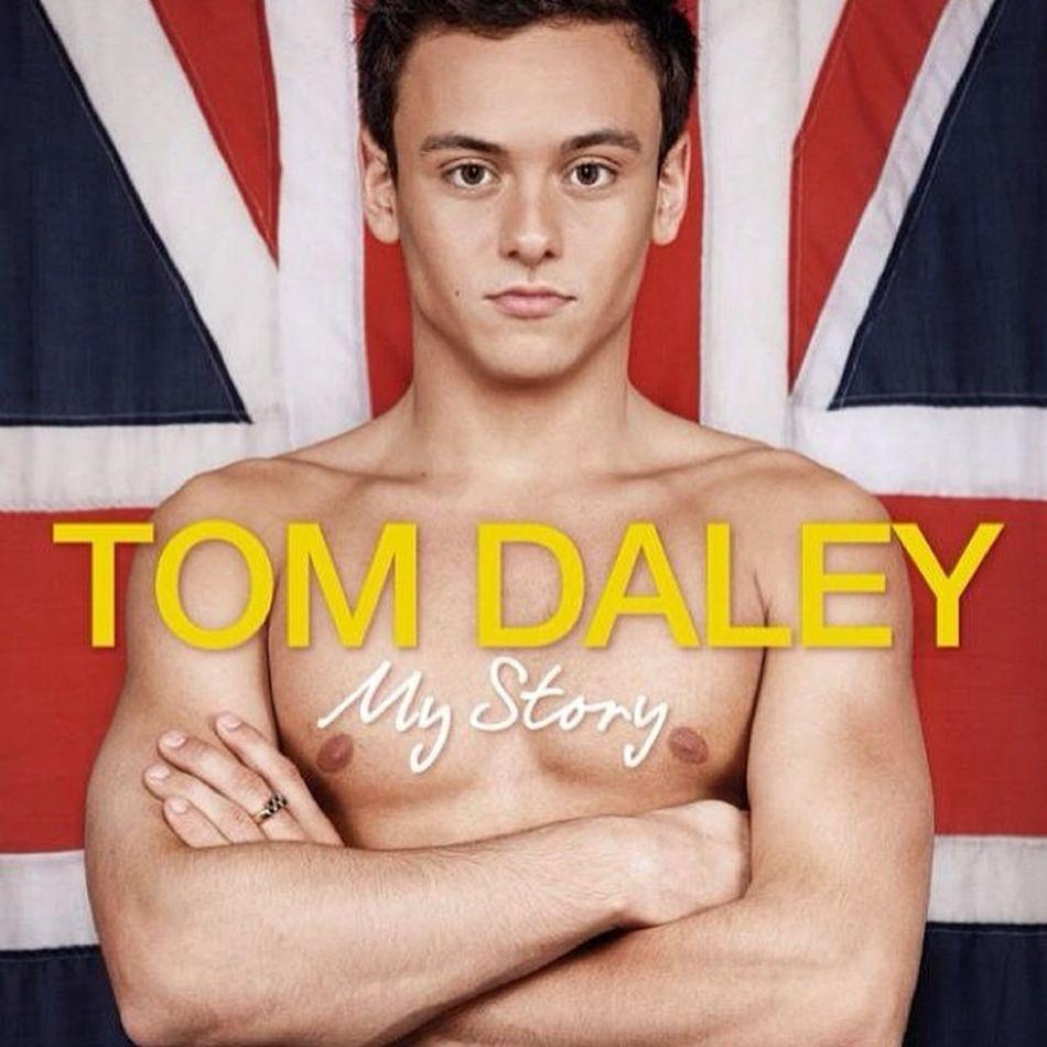 Todos queremos saber más de su historia e intimidades de cama... Jovenesgays Postureo Tomdaley Unmillondeamigos spanishboysevent