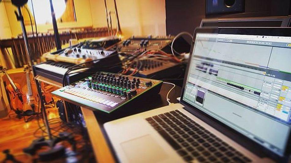 Live set prep setup (chaos) lol Montréal Migs Tearaway Gamemusic