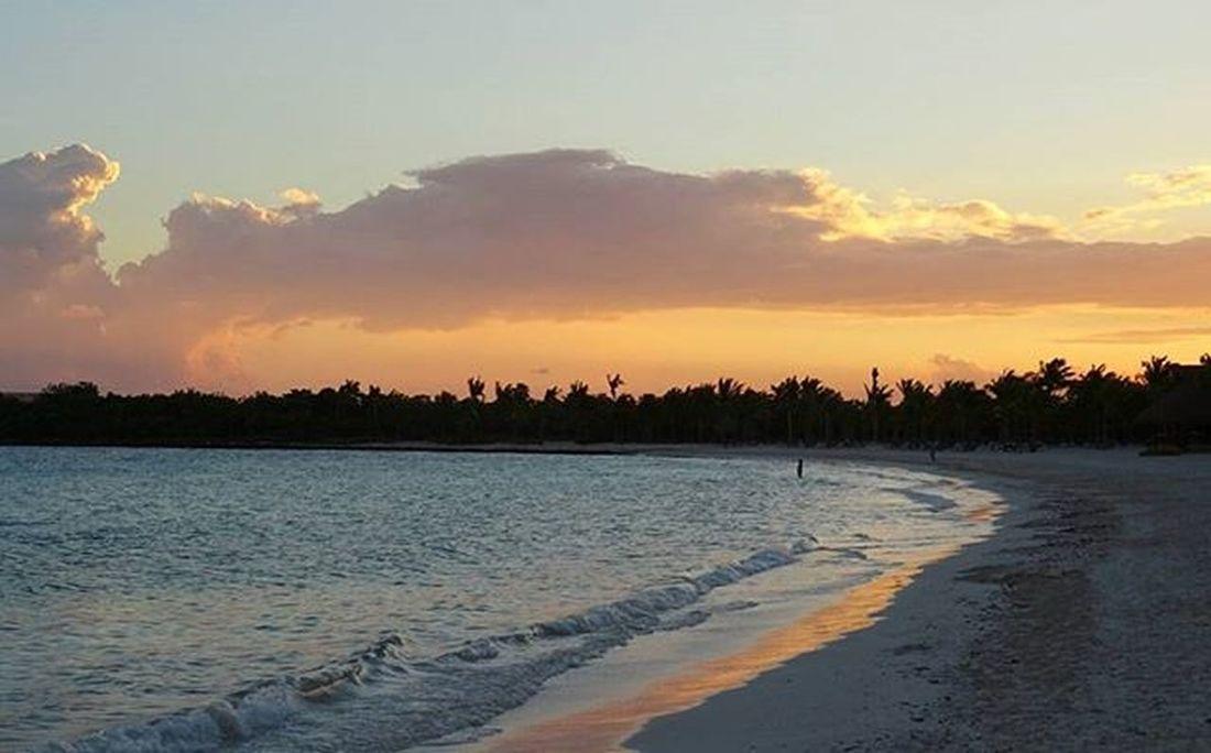 * Sunset in Quintana Roo Playa del Carmen, 6.27 pm * Sunsets Sunset Mexicosunset Mexicosun Barceló Barcelomaya Barcelomayabeachresort Playadelcarmen Cancun Quintanaroo Mexicoandando Playa Beach Sun Seaside Playadelcarmen2015 Sunsetonthebeach Red RedSky Redskyatnight Redsunset Vive_mexico Ig_sunsetshots Ig_sunset Ig_natureshots ig_mexico