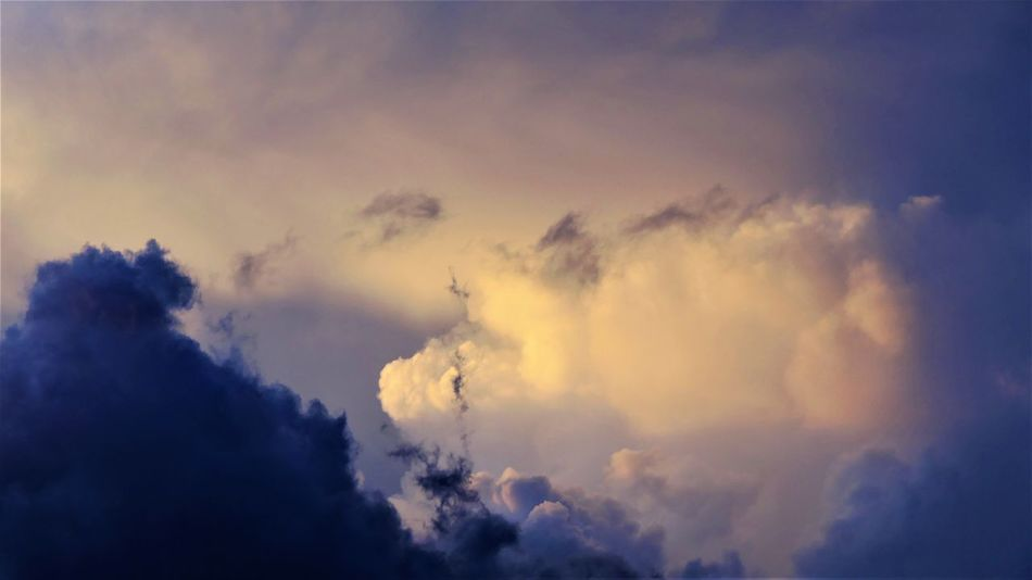 Beauty In Nature Cloud Cloud - Sky Clouds Clouds And Sky Cloudscape Cloudy Light And Shadow Light In The Darkness Lighting Clouds Nature No People Outdoors Sky Sunset Tranquility Art Is Everywhere