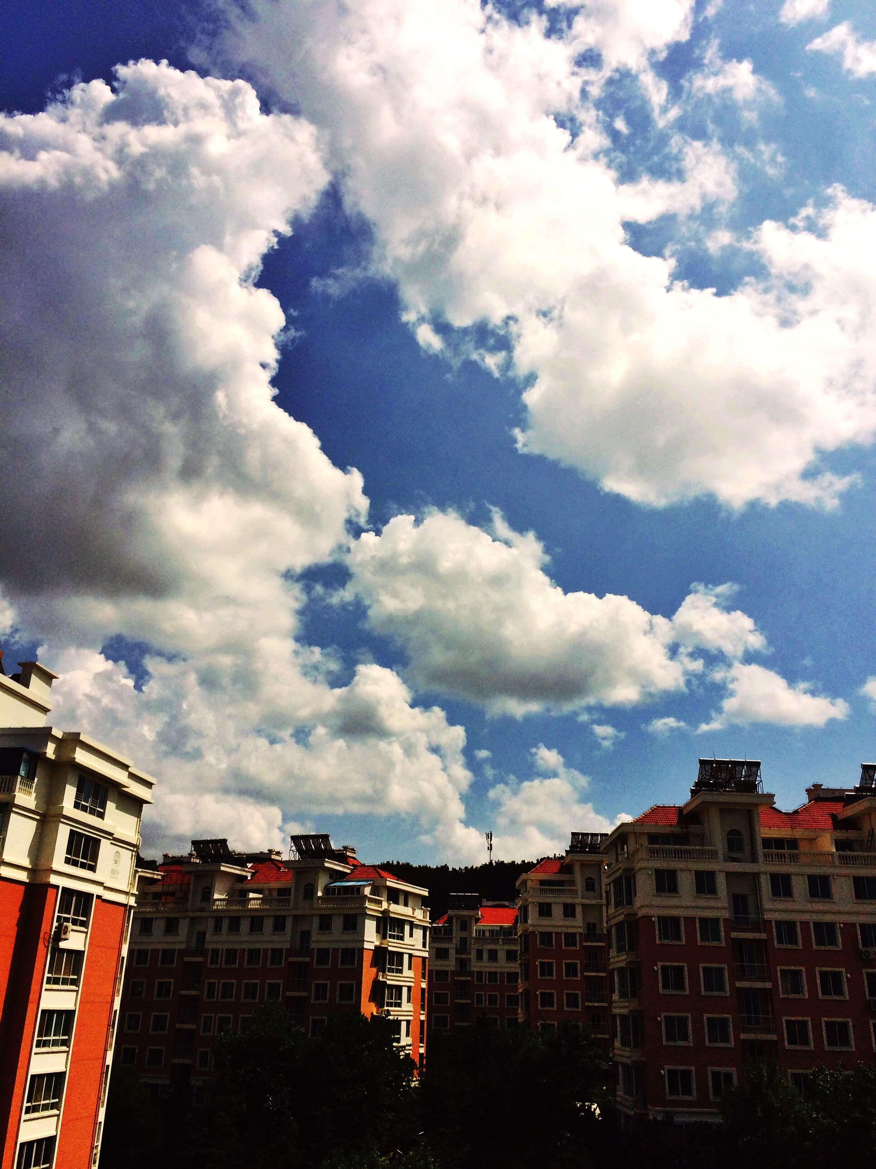 building exterior, architecture, built structure, sky, cloud - sky, low angle view, city, residential building, residential structure, cloudy, building, cloud, window, residential district, house, outdoors, day, high section, no people, apartment