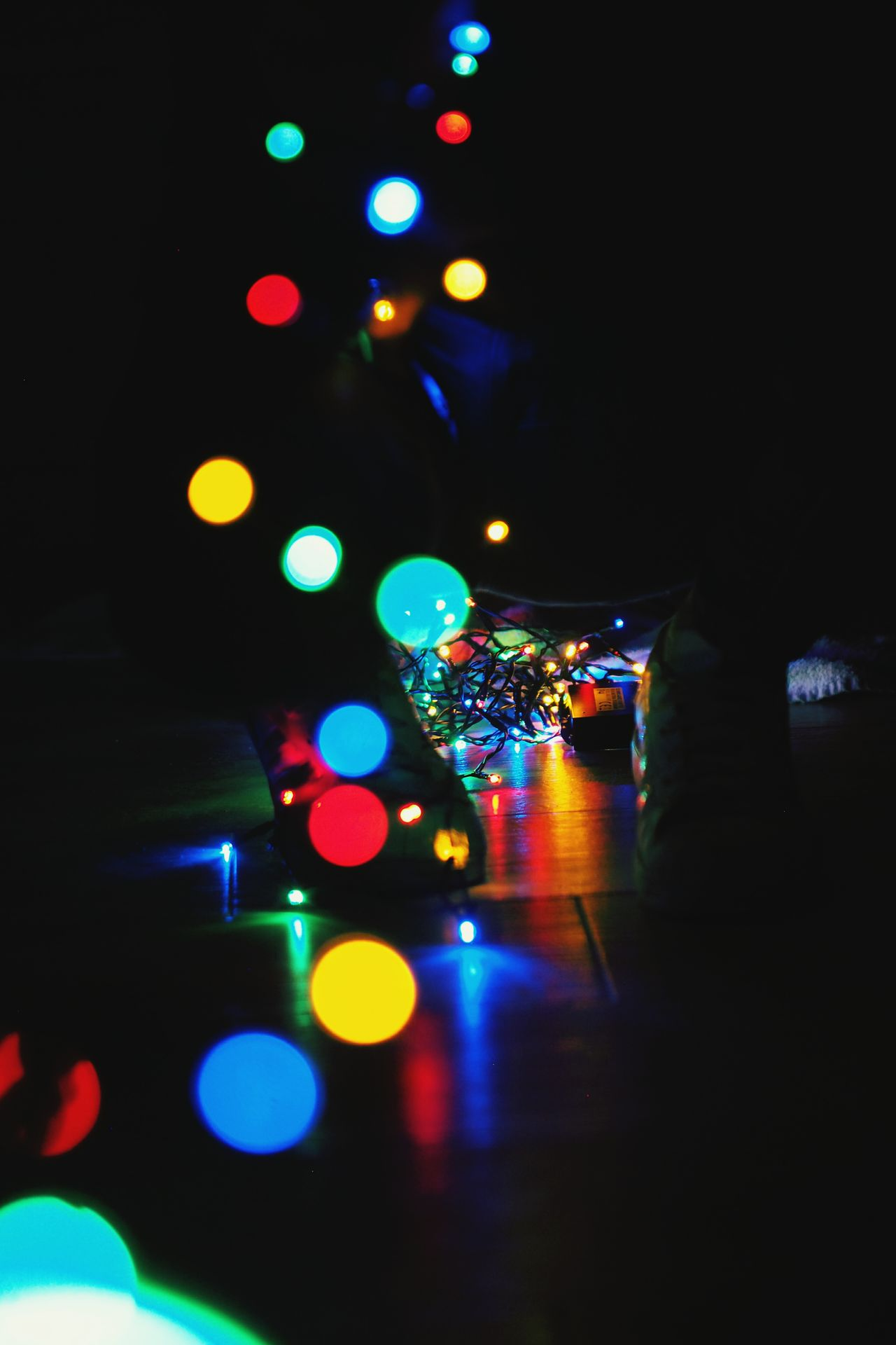 Jugando con lices Illuminated Multi Colored Dark Nightlife Indoors  No People Technology Event Night Close-up Shoes Bokeh Bokeh Lights Reflection Colors Crhistmas Light And Shadow Circle Circle Of Light Circles Pattern Multicolor Legs