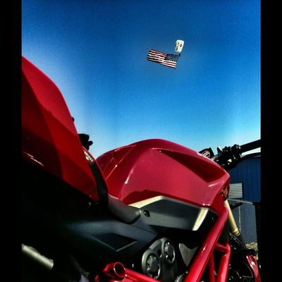 Flashback years ago on the day i got my A license. How i miss long summer days of riding and skydiving. Murica 50shadesofred 2favoritethings Ducati skydiving