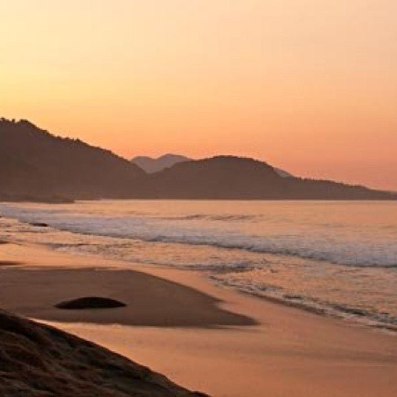 Eeee trindade saudades amanhecer na beira da praia não há nada igual Trindade Fimdeano Paz liberdadeAmigos Mar Boasvibracoes Paraty