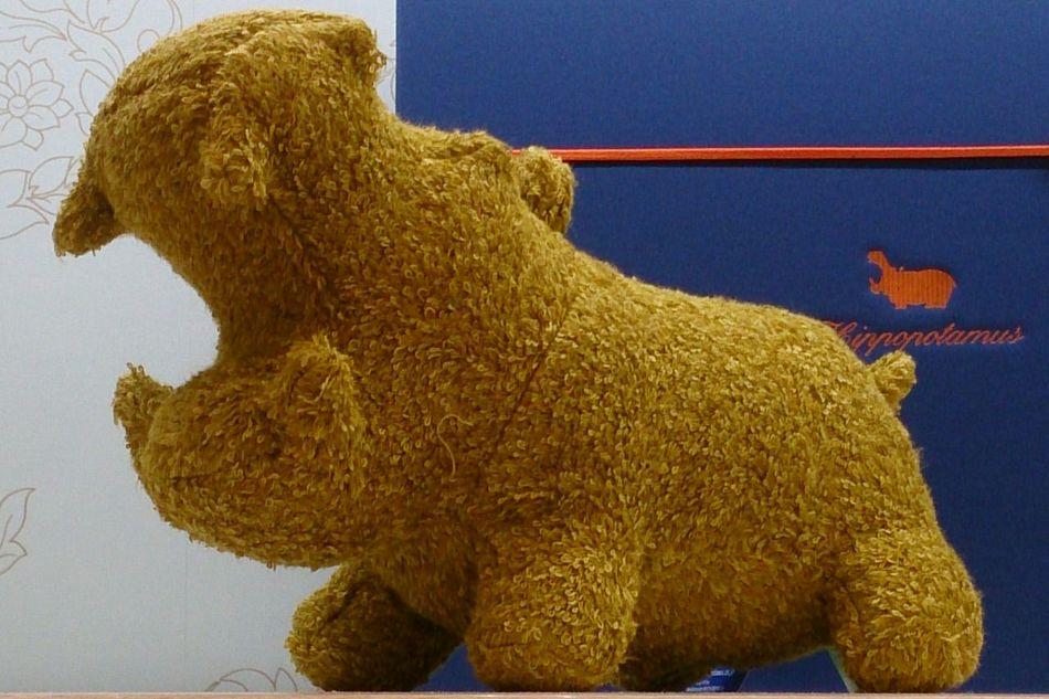 手のひらサイズの可愛い子ちゃん💖タオル地のぬいぐるみのカバさん…欲しいなぁ。でもお値段、5400円は手が出ません(*_*) ぬいぐるみ カバさん お値段は可愛くなかった Dolls Hippopotamus