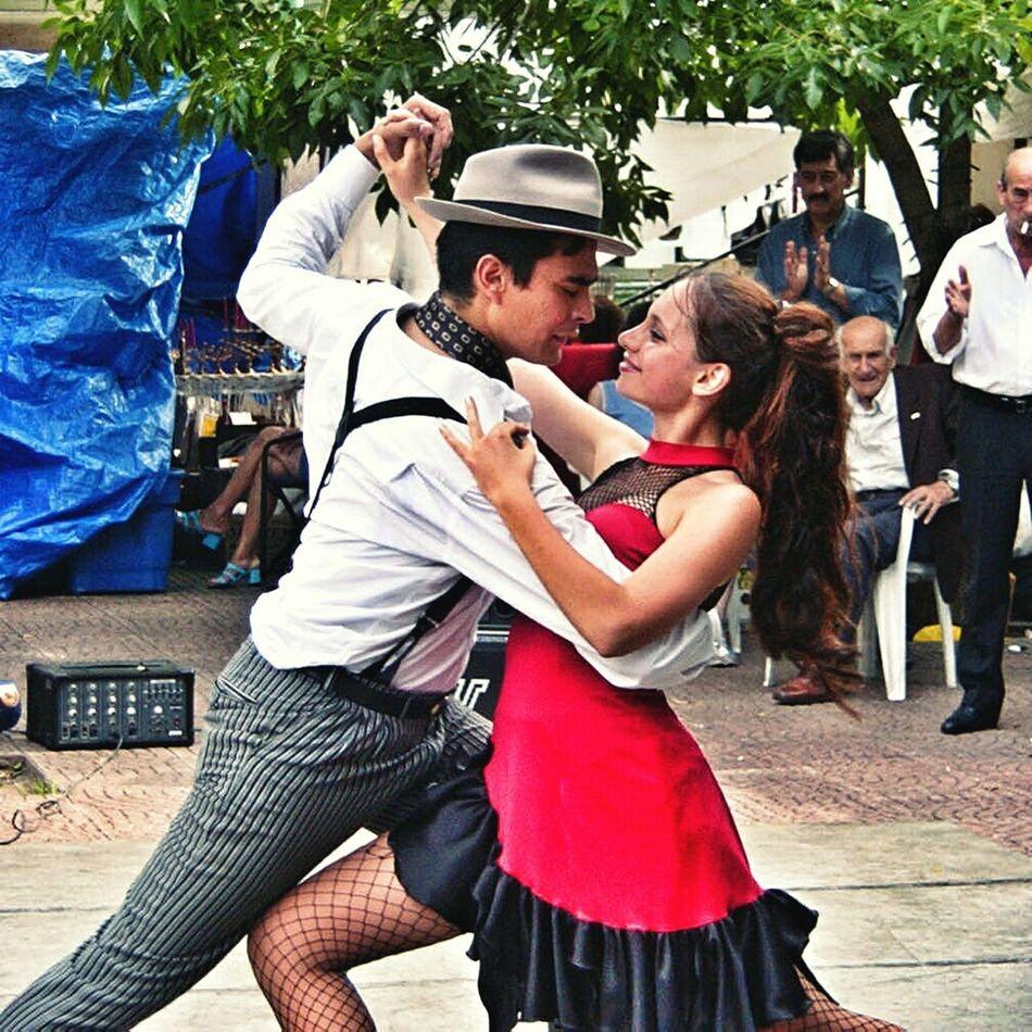 Tango street. Plaza Dorrego, San Telmo. Buenos Aires, Argentina. Unykaphoto Buenos Aires Emblematic Places Buenos Aires Citytour Buenos Aires Tango Tango Plaza Dorrego Tango Dancers Tango Couple