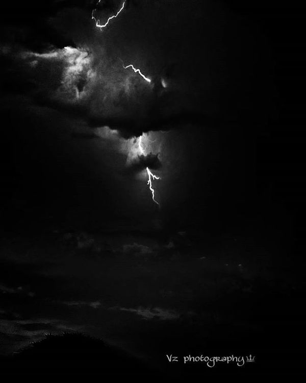 Lightning appears for less than a second, and that fraction was caught by my camera! I lost the original copy of this pic. But I think this too is quite amazing 💙 Thunder Thunderstorm Photograph Black Jaipur India Indianphotographersclub Like Love Blackandwhite Lightning Follow Rain Thunderstruck Dark Night White _soi
