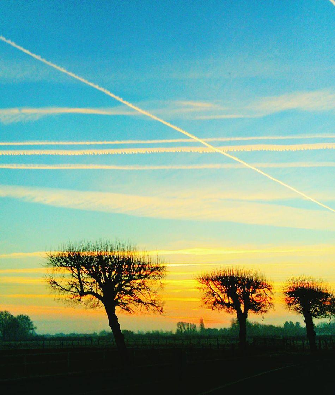 Émerveillement matinal Sunset Sky Beauty In Nature Tranquil Scene Landscape Naturemakesmehappy Beauty In Nature Bonheur ♥