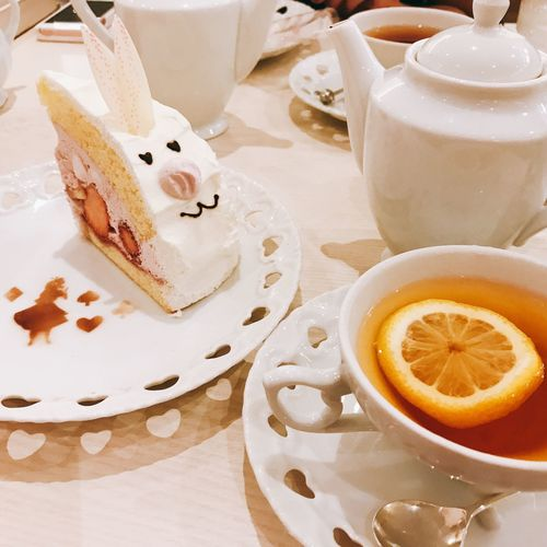 Food And Drink Table Indoors  Still Life Food Freshness Drink High Angle View Serving Size No People Plate Dessert Refreshment Sweet Food SLICE Close-up Ready-to-eat Day 不思議の国のアリス うさぎのケーキ Alice In Wonderland Cake Yammy!!  Cute♡