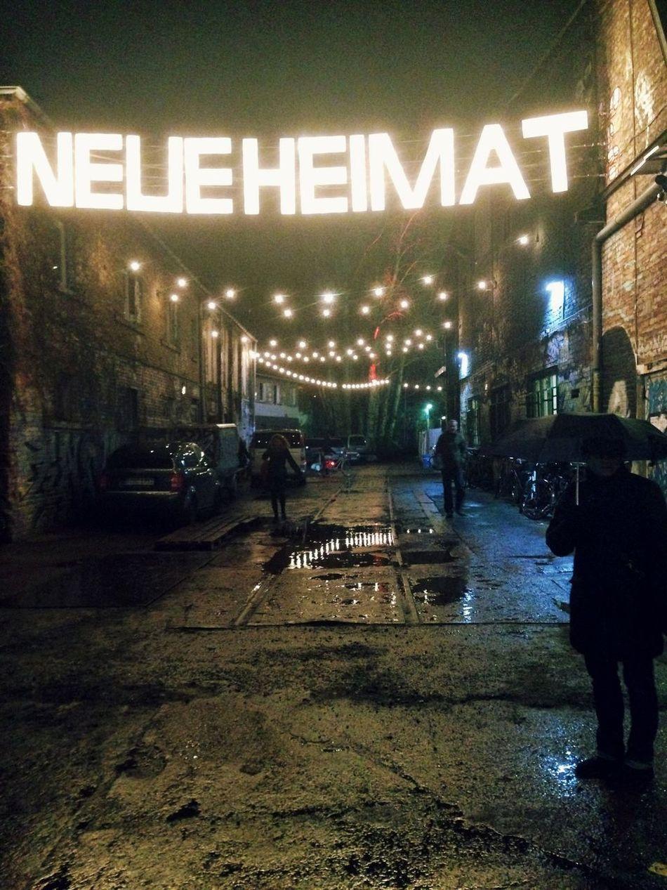 Neue Heimat Rain Umbrella Helping Refugees Refugees Refugeeswelcome Berlin Capture Berlin