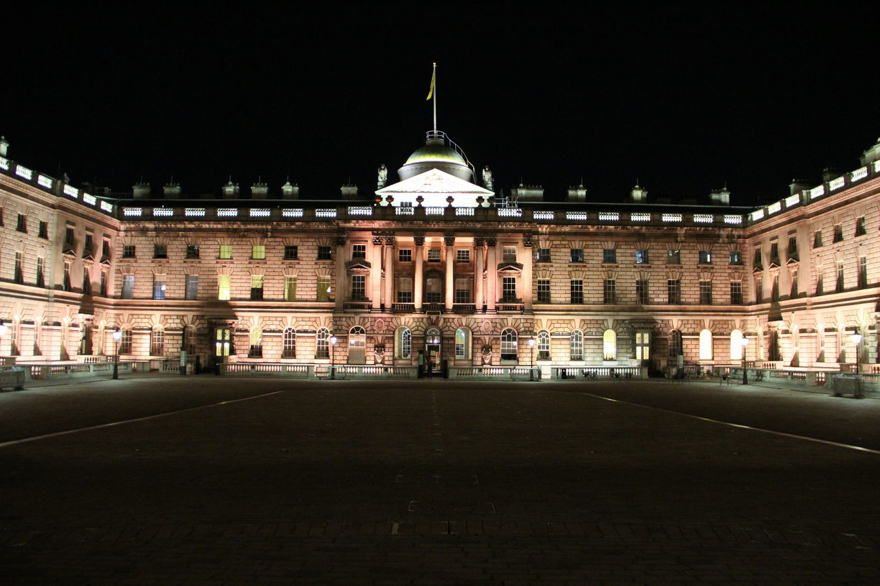 Somerset House, London, United Kingdom Architecture Building Exterior City Façade King's College King's College London LDN London Night Nightphotography Somerset Somerset House  Somerset House London