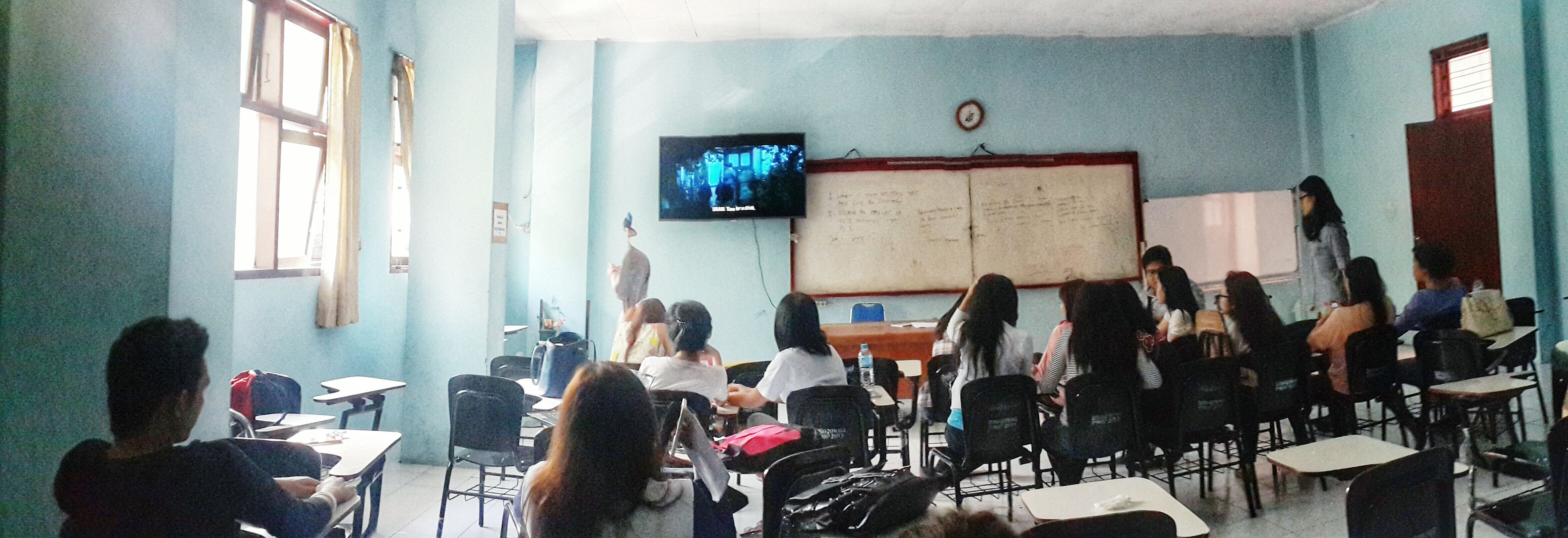 No lecturer means film time. The Theory of Everything 👫👬👭🎬 Nowwatching Classmate Classroom The Theory Of Everything