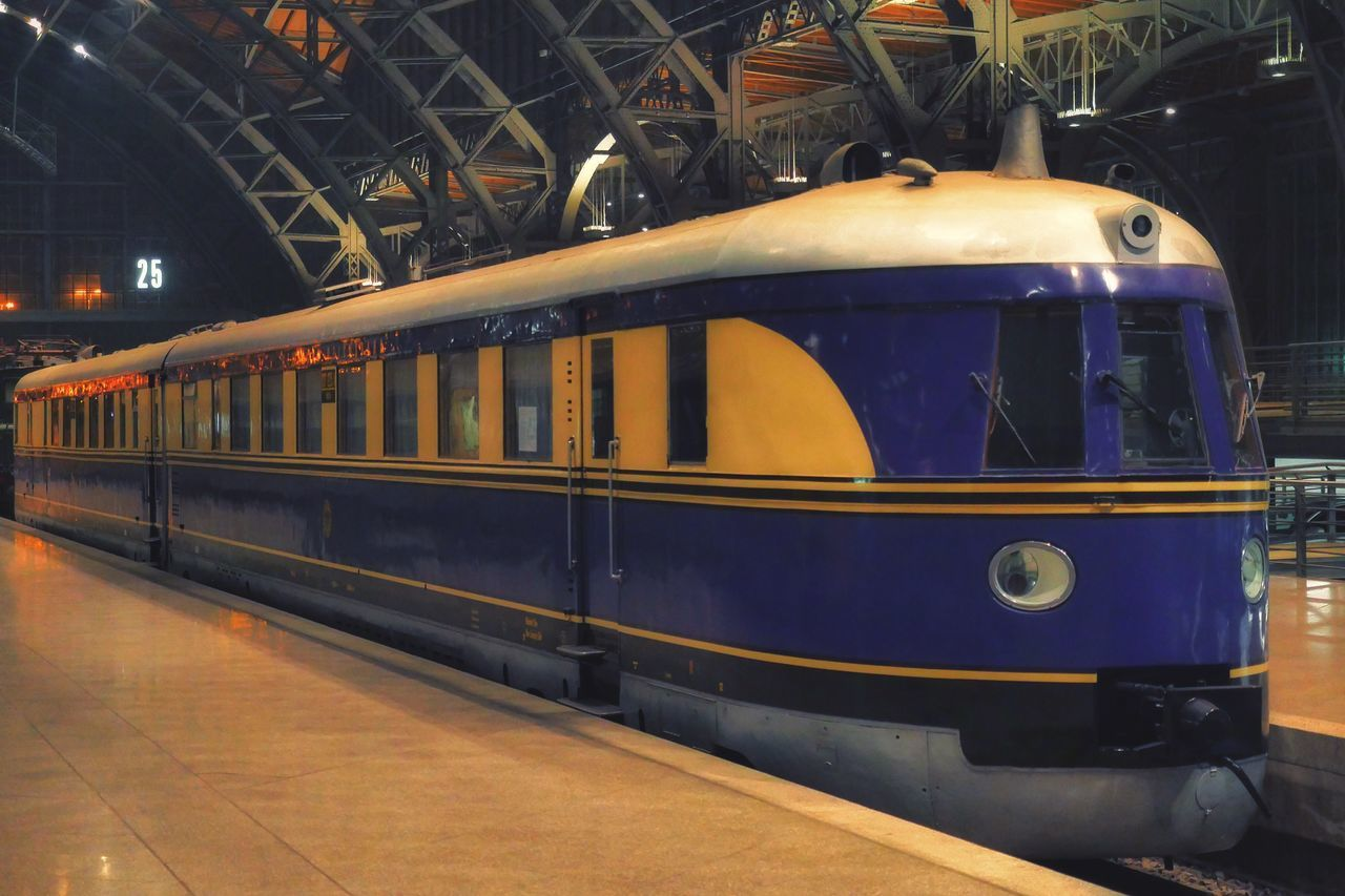 Streamlined Railcar Rail Car from the 30s in Leipzig Main Station  Railway Railway Station Platform Old But Awesome Locomotive Railroad Railroad Station Railroad Station Platform Transportation Rail Transportation Public Transportation Lieblingsteil