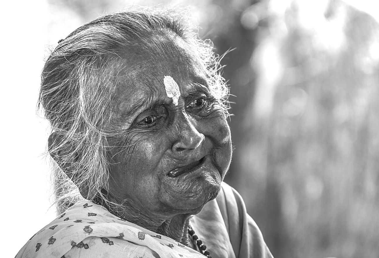 Grandmother Sharing A Moment The Portraitist - 2015 EyeEm Awards Portrait Black And White Eye4black&white  Feeling Emotional  Old Age