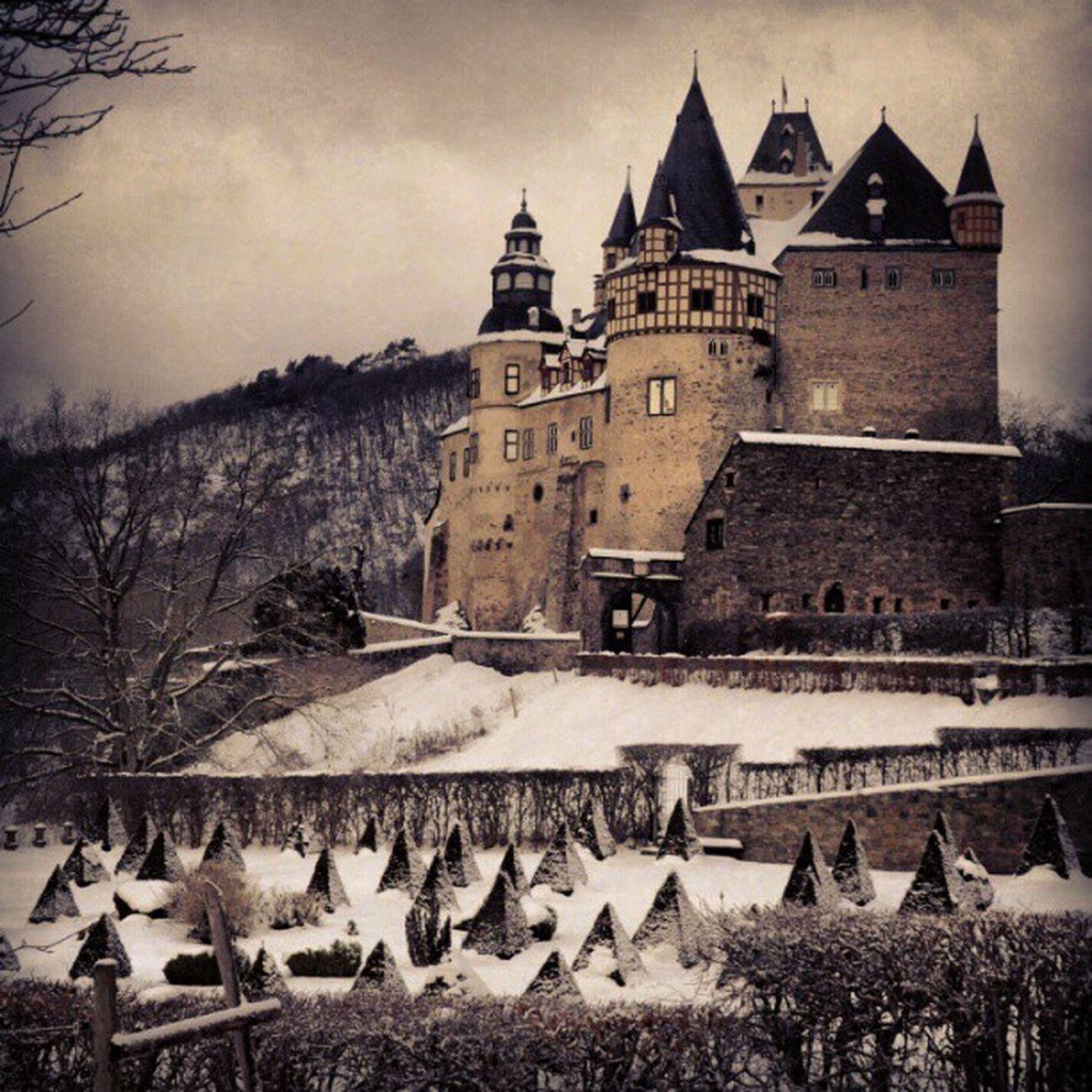 Schloss Bürresheim #igerskoblenz #igersgermany #igersrlp #igerseifel #igers #instajogger #rheinstagram #Weather #Snow #Schnee #Winter #Wonderland Weather Winter Snow Schnee Wonderland Igers Igersgermany Rheinstagram Igerskoblenz Igersrlp Igerseifel Instajogger