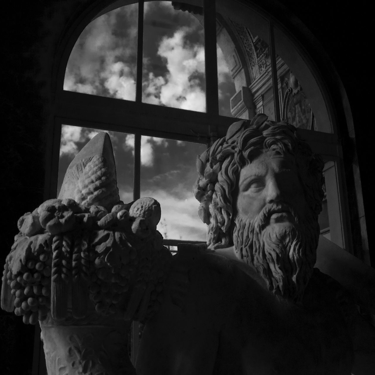 Bnw_friday_eyeemchallenge Museum Time Sculpture Human Representation Statue Marble Sky And Clouds Louvre