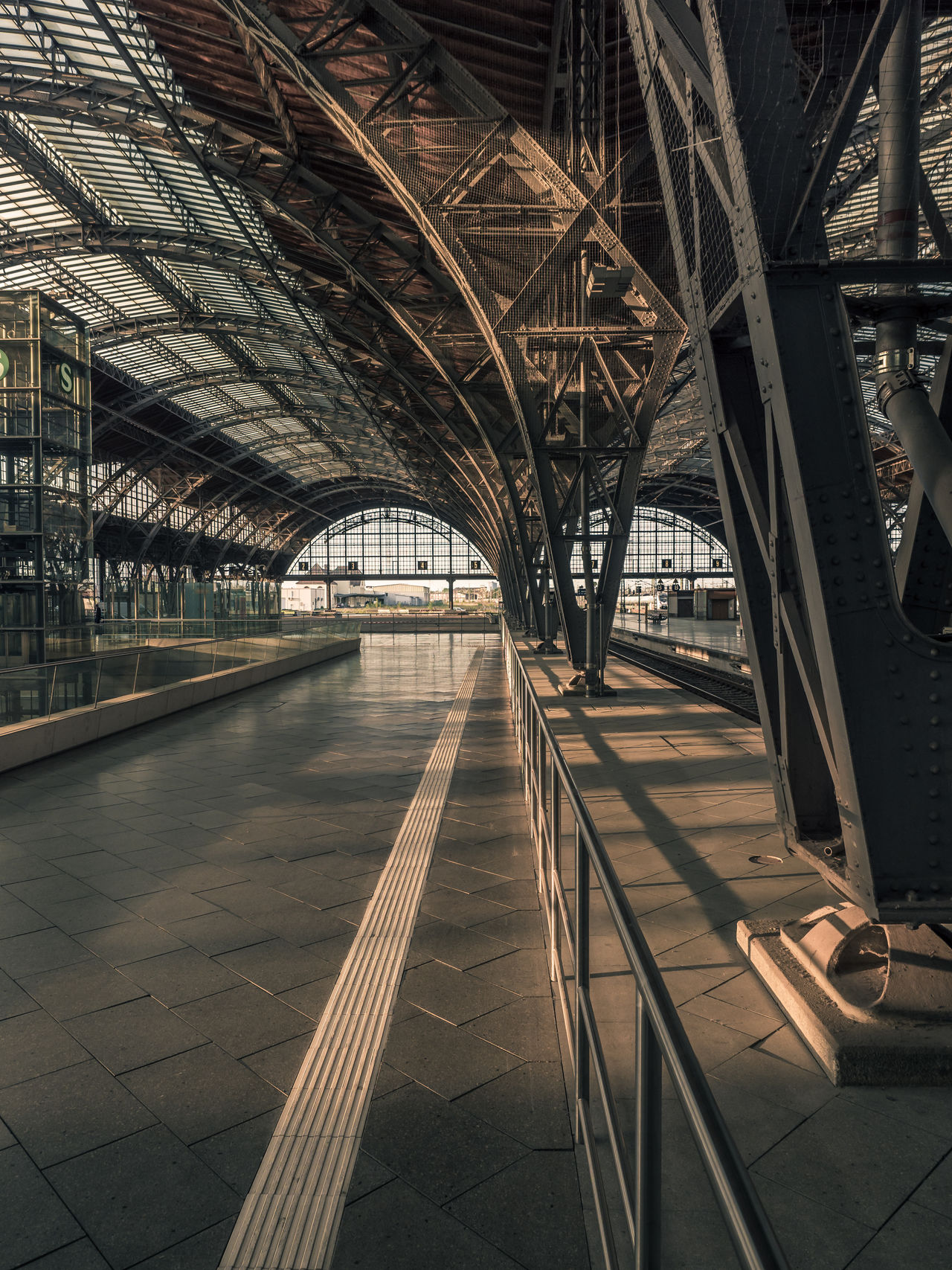 View into the great station at golden hour :-) Cityscape GERMANY🇩🇪DEUTSCHERLAND@ Golden Hour Hauptbahnhof Leipzig Stationary Steel Steel Structure  Sunlight And Shadow Sunlight, Shades And Shadows First Eyeem Photo