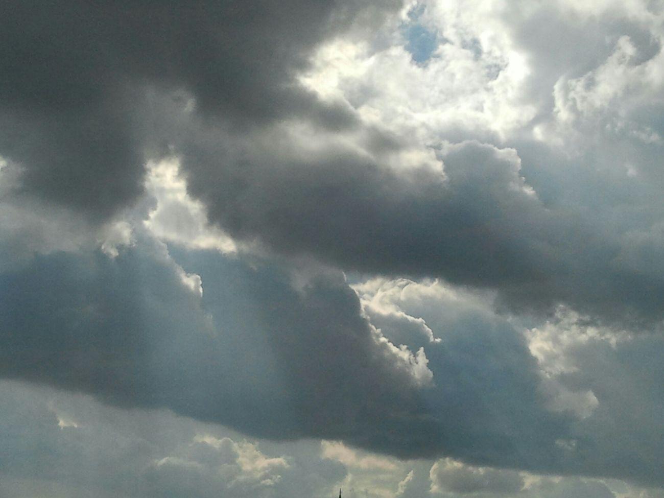 Ülkemin üzerindeki kara bulutlar hepimizin yüreğini parçalar duruma geldi... Aydınlansın artık her yanımız, yüzümüz, kalbimiz, ruhumuz... Eye4photography  Weneedamiracle Nature Sky And Clouds Great Outdoors Sunlights Ineedamiracleformylostsoul Landscape Mothernature Landscape_Collection
