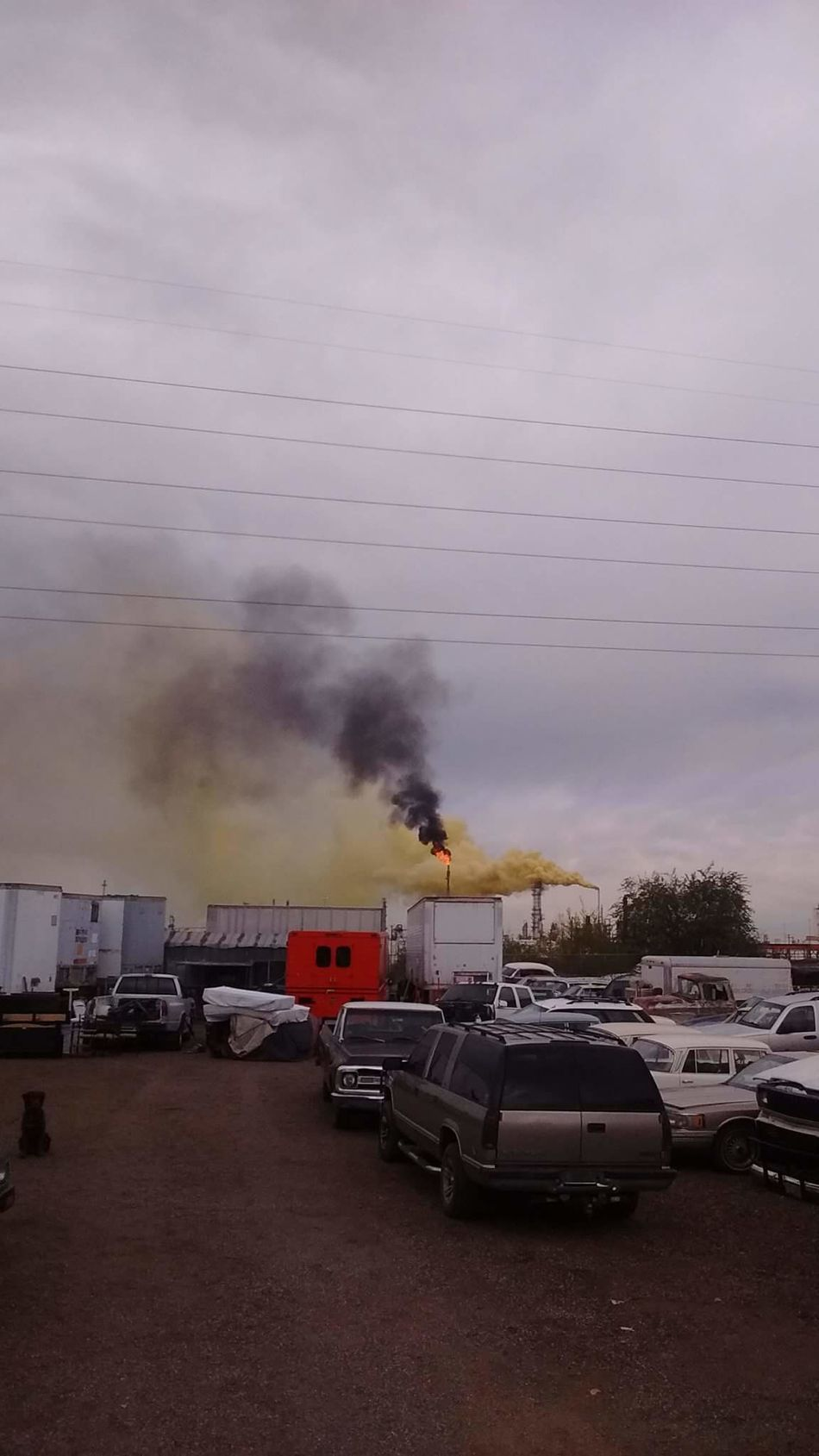 "2016 Suncore Refinery ""Yellow Plume"" Commerce City, Colorado ENVIRONMENTAL HAZARD as it was happening. 911 Cloud - Sky Cover-up Day Epa HAZMAT EMERGENCY Land Vehicle Mode Of Transport Nature Outdoors Service Animals Sky Smoke - Physical Structure Sulfer Transportation"