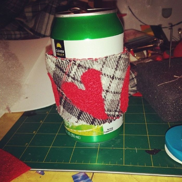 After a couple trips to Starbucks &throwing away the cardboard cup wraps. I decided to make me a reusable one. Upcycle Cupcozy Needlefelting