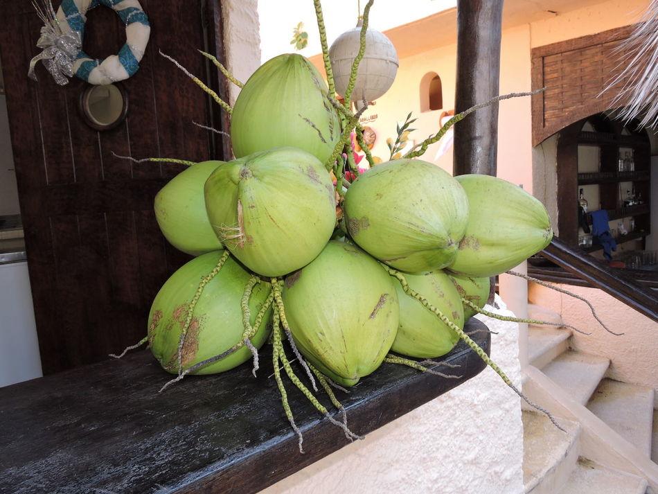un delicioso racimo de cocos Coconut Coconut Trees Delicious Fruit Green Love Mexico Nature Zihuatanejo