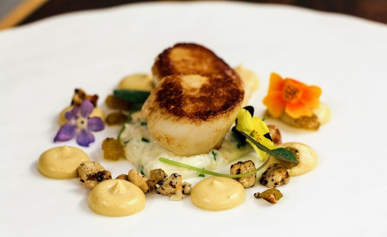 Close-up Day Edible Flowers Fine Dining Food Food And Drink Freshness Healthy Eating Indoors  No People Plate Plates Ready-to-eat Restaurant Scallops Studio Shot À La Carte