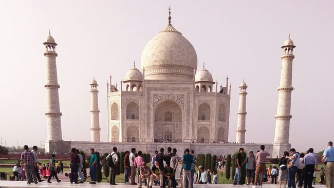Architecture Building Exterior Travel Destinations Memories History Famous Place International Landmark Large Group Of People Tourist The Past Cityscape Clear Sky Architecture City Built Structure Agra Taj Taj Mahal Tajmahal Tajmahal India Taj Mahal, Agra Dome Graveyard Grave Graveyard Beauty