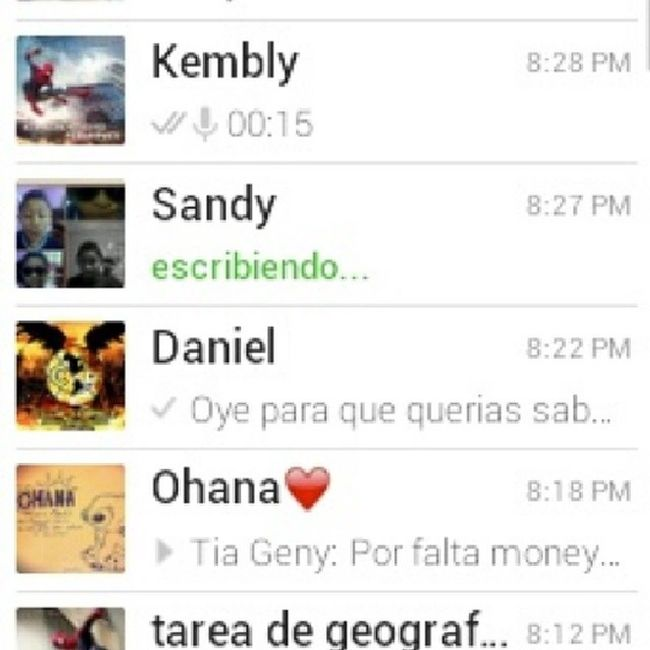Sandy Mandando UN Whass Te Quiero Mucho