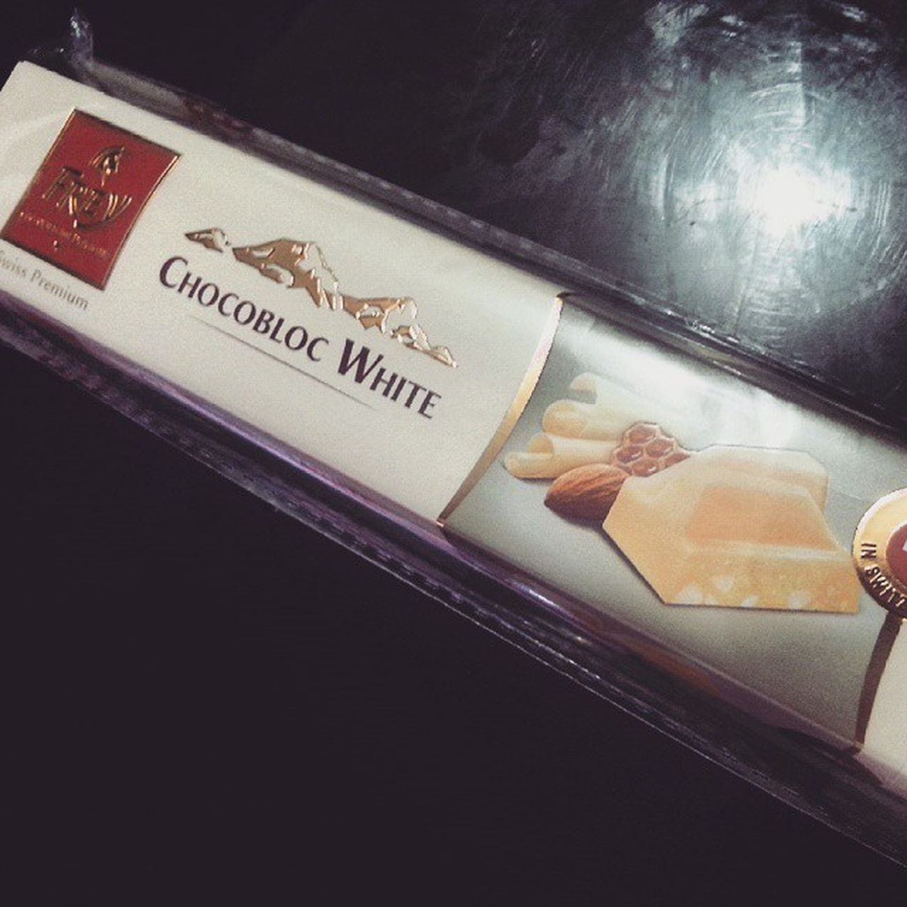 Chocolate...Thank you kuya:) Bimbyjames so sweet♥♥♥ nman..... love you kuya!!! happy valentine's day to everyone!!!