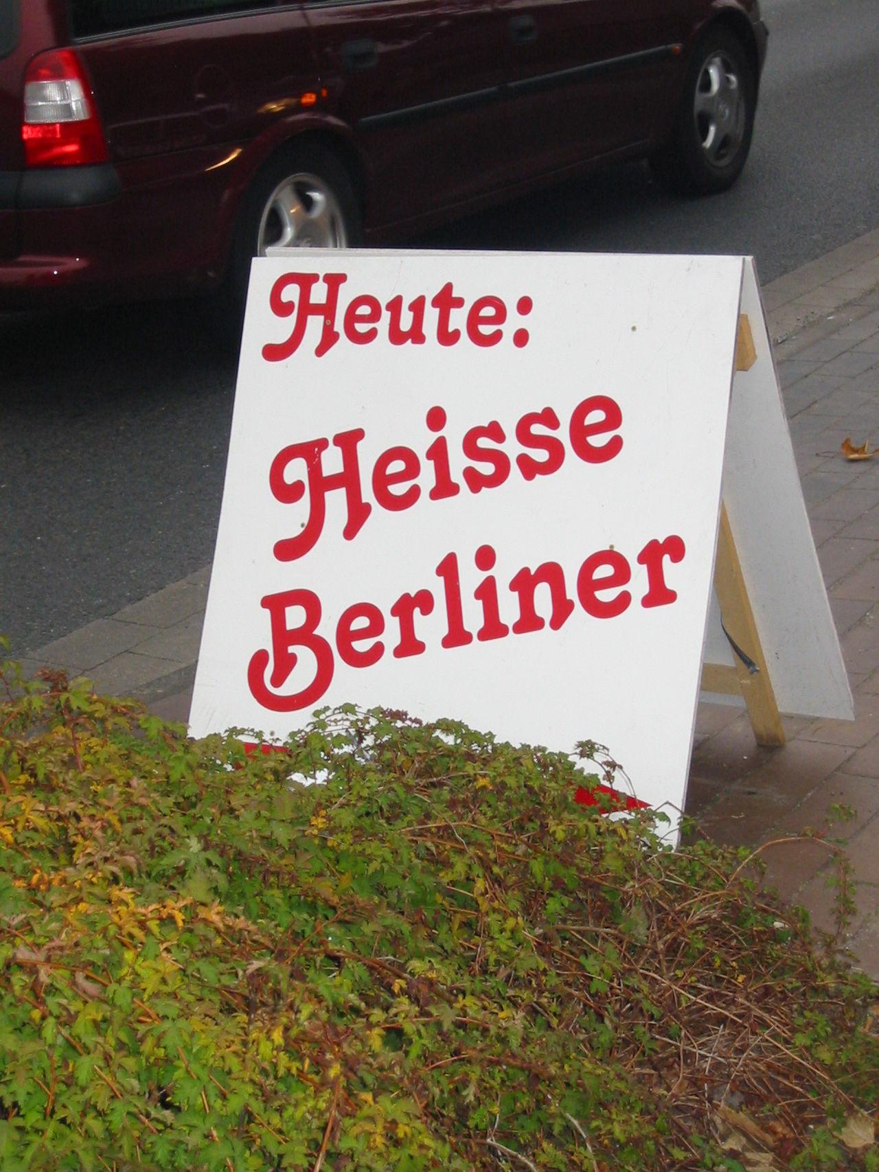 Berliner sind immer HEISS ;-) Berlin Hi! Lustig Must See Pfannkuchen Text Capture Berlin