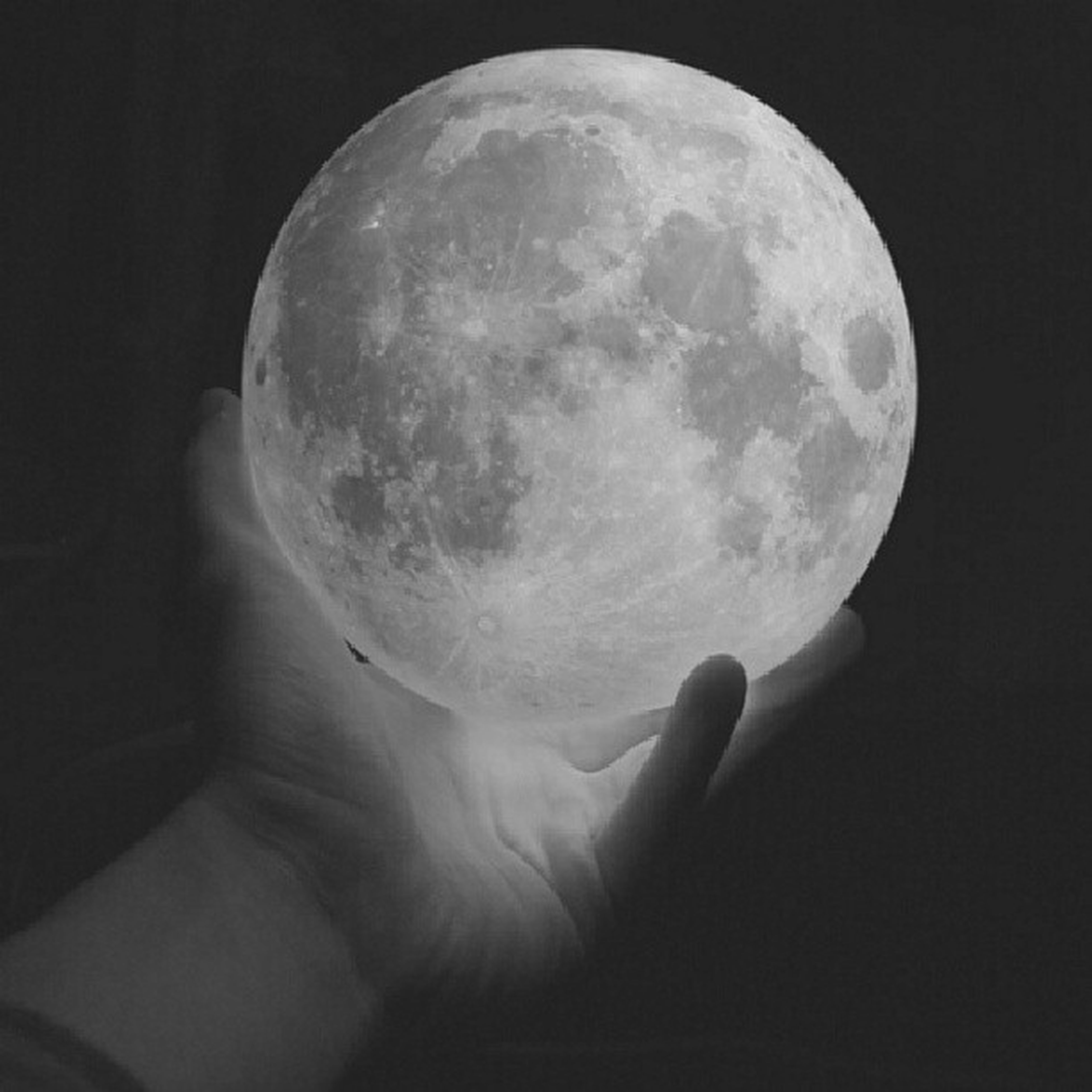 sphere, moon, astronomy, discovery, night, circle, moon surface, sky, full moon, planetary moon, close-up, low angle view, space exploration, exploration, one person, copy space, nature, shape, person, beauty in nature