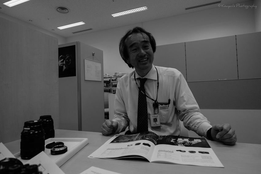 I went to the service station of the Fujifilm. He is a station staff of there. I went to there for consultation about how to use of X-T1 camera and selecting lenses which is best for my shooting style. Portrait Service Center Fujifilm EyeEm EyeEm Best Shots Blackandwhite Black & White Black And White The Human Condition