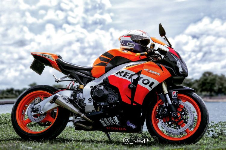 Silent... Motorcycle Sport Outdoors Day Motorsport Nature Motorcycle Racing SportBikeLife Sportbike Transportation Sports Race Motorcycle Cbr Repsol Honda Honda Motorcycle Hondaracing