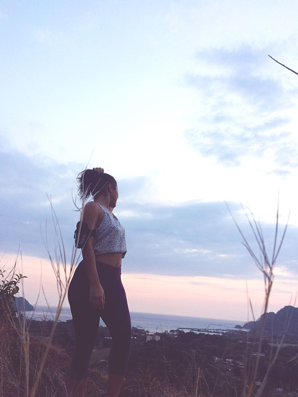 sky, one person, real people, nature, childhood, cloud - sky, leisure activity, sunset, standing, outdoors, beauty in nature, water, full length, sea, day, grass, people