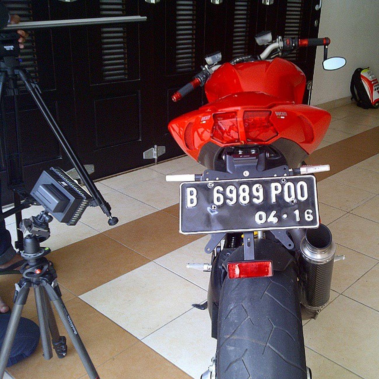 Photo shoot Ducati Streetfighter Ducatistreetfighter S 1098 Ducatista Ducatisti Brembo  Ohlins Pirelli Termignoni Italia @ducatisofinstagram