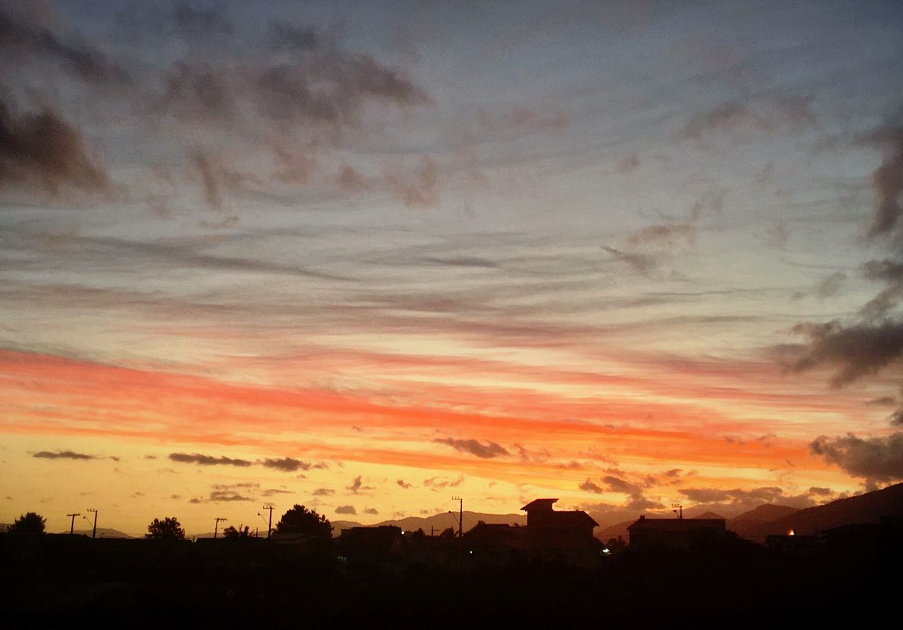 Today's sunset Sunset Sky Silhouette Nature Building Exterior Cloud - Sky Architecture Beauty In Nature No People Built Structure Scenics City Tree Outdoors Cityscape Eye4photography  EyeEm EyeEm Gallery Clear Sky Nature Beauty In Nature Brazil Light Tranquil Scene Day