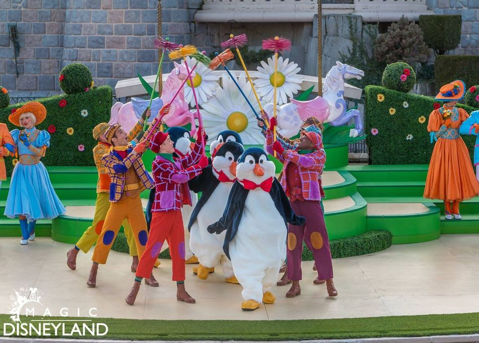Multi Colored Medium Group Of People HDR Disneyland Resort Paris Disneyland Disney Disneyland Paris Hdrphotography Waltdisney Marypoppins