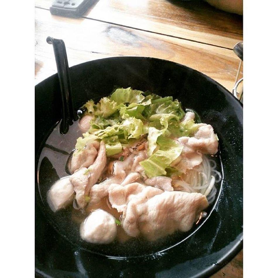 ก๋วยเตี๋ยวหมูสไลด์เน้นๆ อร่อยยย ได้เยอะอยู่ราคากลางๆ Reviewkorat Review Food Thailand